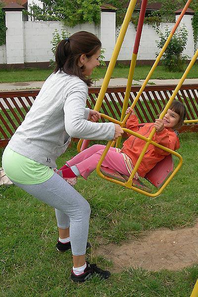 mama-na-detskoj-ploschadke-chto-delat